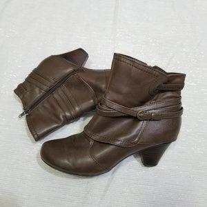 BareTraps Rawnie Brown Heeled Ankle Boots SZ 8